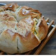 Chleb z maslem pietruszkowo-czosnkowym z cheddarem