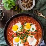 Szakszuka (Shakshuka) – jajka w pomidorach