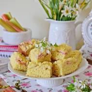 Drożdżowe ciasto  (jak u babci) z rabarbarem i kruszonką