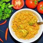 Dahl z soczewicy z brokułem i pomidorami