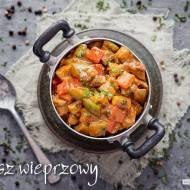 Gulasz wieprzowy z papryką i pieczarkami