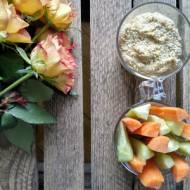Warzywa z hummusem