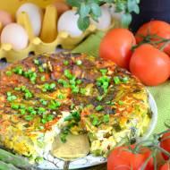 Frittata ze szparagami, cukinią i pomidorkami