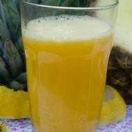 Koktajl spalający tłuszcz z ananasem.