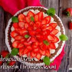 Bezglutenowa tarta z rabarbarem i truskawkami