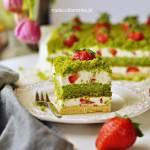 """Ciasto """"Truskawkowe Pole"""" ze szpinakiem i kremem jogurtowym – Światowy Dzień Pieczenia"""