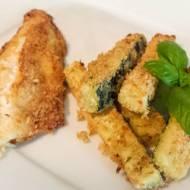 Chrupiąca, pieczona ryba z frytkami z cukini