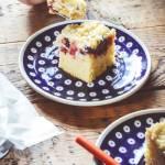 Wilgotne ciasto z serem i owocami