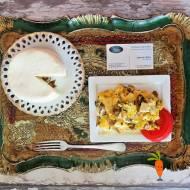Jajecznica z boczniakami i serem korycińskim