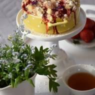 Maślane ciasto drożdżowe z truskawkami i kruszonką oraz o dziadku Emilu