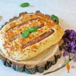 Placek z kiełbasą i serem