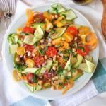 Sałatka z ciecierzycą i kolorowymi warzywami (Insalata di ceci e verdure)
