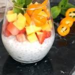Tapioka ryżowa z mlekiem kokosowym i owocami