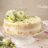 Tort śmietankowy z owocami i bazyliowym cukrem
