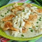 Filet z kurczaka w sosie cebulowym z podkarpacką bryndzą