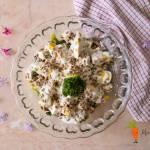 Sałatka z brokułami, fetą i pestkami słonecznika