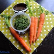 Pesto z liści marchewki i pietruszki