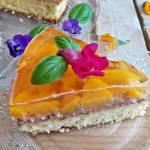 Ciasto z kremem czekoladowym i brzoskwiniami