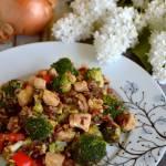 Risotto z czerwonym ryżem, indykiem i warzywami