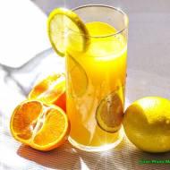 Koktajl pomarańczowy z miętą.