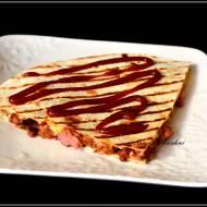 Kiełbasa zapiekana w tortilli