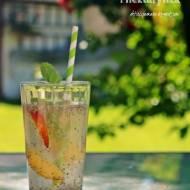 Chia fresca - orzeźwiający napój z cytryną, miętą i nektarynką