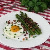 Jajko sadzone ze szparagami i boczkiem