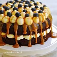 Torcik czekoladowy z karmelową polewą z cukierków
