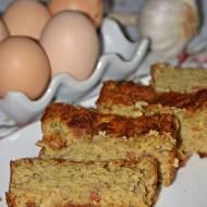 Bezglutenowe ciasto na wytrawnie z cukinią i kabanosem