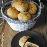 Bułki drożdżowe z borowikami, kminkiem i rozmarynem