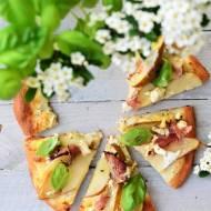 Pizza z gruszką i szynką parmeńską