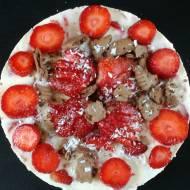 Truskawkowy deserniczek - czyli sernik na zimno z ricotty i jogurtu