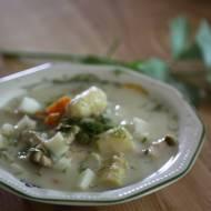 Zupa szparagowa z groszkiem i kostkami jajka
