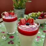Jogurtowo - cytrynowa pianka z musem truskawkowym