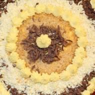 Bezowy tort cytrynowo-ananasowy
