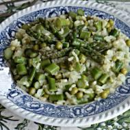 Kremowe Risotto ze szparagami i zielonym groszkiem