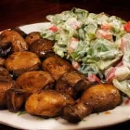 Pieczarki duszone i sałatka warzywna