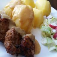 Polędwiczki wieprzowe z sosem i ziemniakami