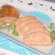 Rolada z mięsa mielonego z szynką i serem.
