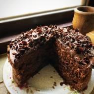 Tort kakaowy z kremem czekoladowym i wiśniami
