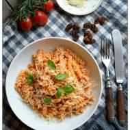 Makaron z pesto ze świeżych  pomidorów, migdałów i czosnku