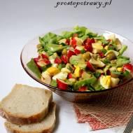 Sałatka z oliwkami i zieloną sałatą