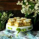 Kruche ciasto z rabarbarem i budyniową pianką