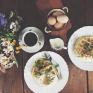 Gofry z jajkiem sadzonym i rukolą