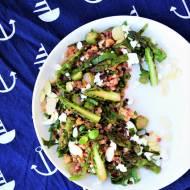 Sałatka z kaszą bulgur, szparagami i botwiną