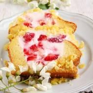 ucierane ciasto z serkiem i truskawkami…