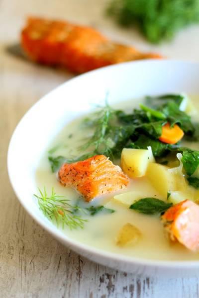 Zupa ze szpinakiem i wędzonym łososiem