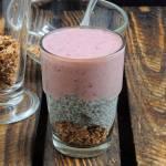 Cynamonowa rawnola z puddingiem chia i smoothie