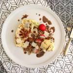 Pieczony stek z kalafiora z kaszą pęczak i czarną soczewicą