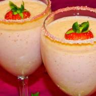 Koktajl jogurtowy z truskawkami i bananem